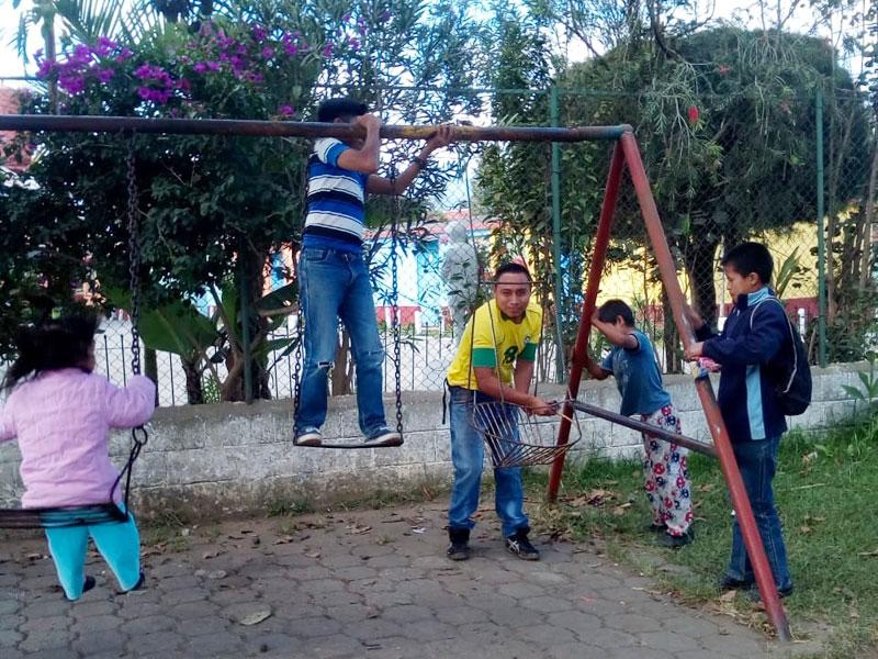 Elementary school teachers in the centre manos amigas