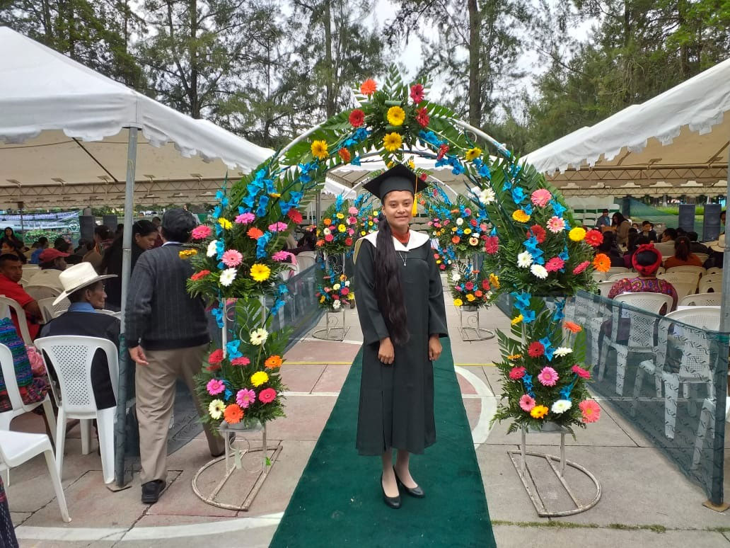 Students from Manos Amigas Guatemalaobtained her high school degree in Science and Literature with a focus on Education