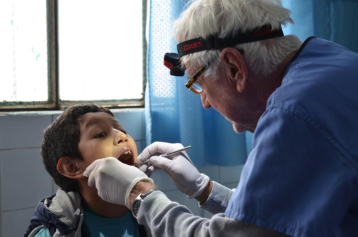 dentist at manos amigas guatemala